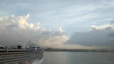 balear : Cruise liner and sea early in the morning. Palma-de-Mallorca, Spain