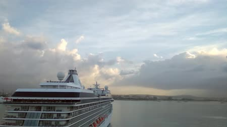 balear : Palma-de-Mallorca, Spain - Oct 02, 2018: Stern and board of cruise liner Stok Video