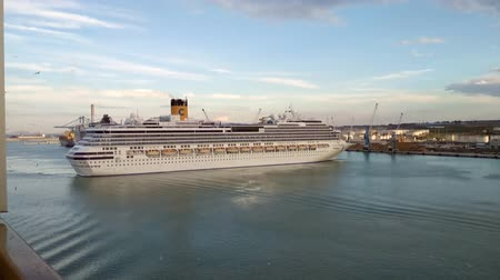 строгий : Civitavecchia, Italy - Oct 05, 2018: Cruise liner in port water area