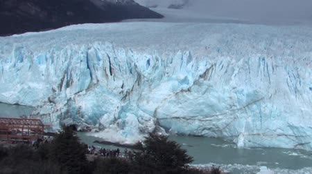 ledovec : Close-up of Perito Moreno Glacier calving.  The Perito Moreno Glacier is a glacier located in the Los Glaciares National Park in the south west of Santa Cruz province, Argentina. The Perito Moreno Glacier is one of only three Patagonian