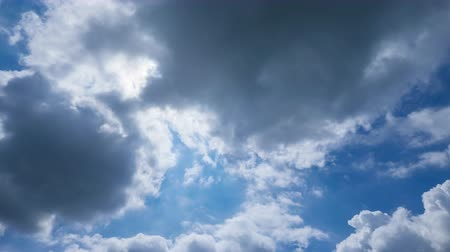 yumuşaklık : clouds in the blue sky, abstract background