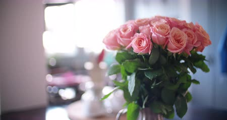 bouquets : Bouquet of pink roses in a vase