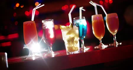 bares : Colorful Cocktails on bar counter in night club with disco lights Vídeos