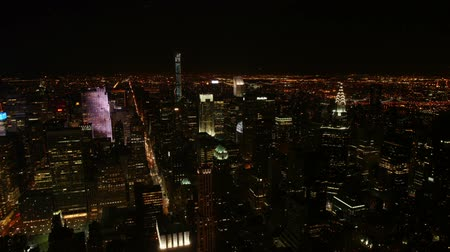 nyc : Time lapse in New York at night showing the Chrysler Building, glow of Times Square and car lights moving