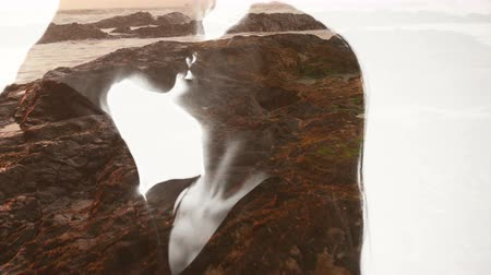 íntimo : Double exposure effect with the silhouette of a loving couple filled in with a beautiful seaside sunset Vídeos