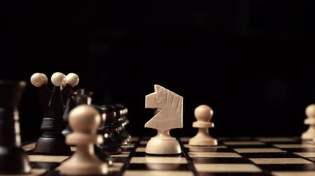 taktika : chess closeup, wooden chess board, business concept, black background. slide camera. Studio. Dostupné videozáznamy