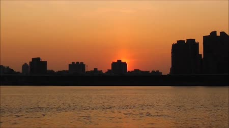 sabah : sunset at riverside with silhoutted cityscape Stok Video