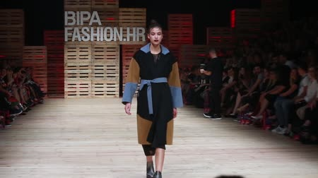 semana de moda : ZAGREB, CROATIA - OCTOBER 27, 2018 : Fashion models wearing clothes for autumn-winter, designed by Ana Marija Ricov on the Bipa Fashion.hr fashion show in Zagreb, Croatia.