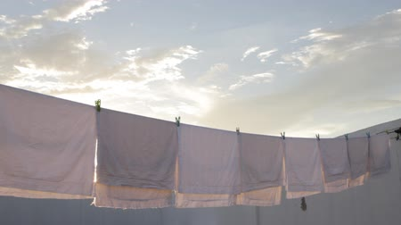 çamaşırhane : fresh white laundry with blue sky and sun
