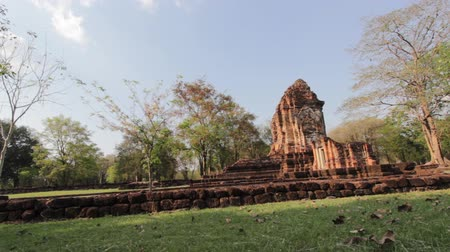 древний : Srithep historical park at phetchabun thailand, dolly shot