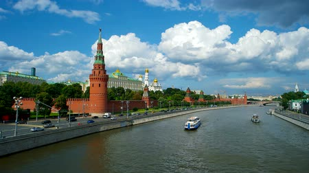 kreml : Moscow Kremlin and Moscow River, Russia Stock mozgókép