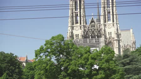 VIENNA, AUSTRIA - MAY 2018 Votivkirche in the city of Vienna view from the sightseeing bus Stok Video