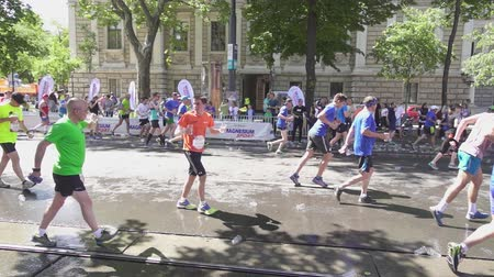 VIENNA, AUSTRIA, MAY 06 2018, WINGS FOR LIFE WORLD RUN MARATHON:Athletes at the marathon drink water slow motion Stok Video