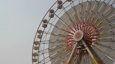 tekerlekler : large ferris wheel the sky background