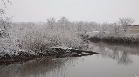 harikalar diyarı : Heavy snow on the river. Winter weather