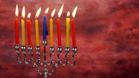 judaizm : Chanukah candles all in a row. Bright, shiny multicolor candles for the Jewish holiday.