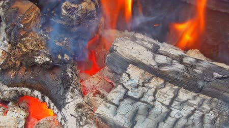 kamp ateşi : Close up of camp fire flames and fire