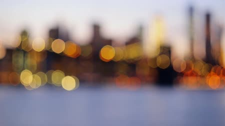 jabłka : Defocused view New-York City downtown from Brooklyn
