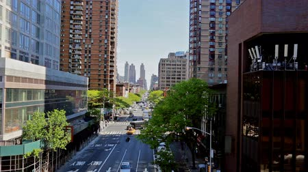 droga : NEW YORK CITY, USA - 04, 2017: Manhattan roads from a height of 8 Avenue new york, usa. Wideo