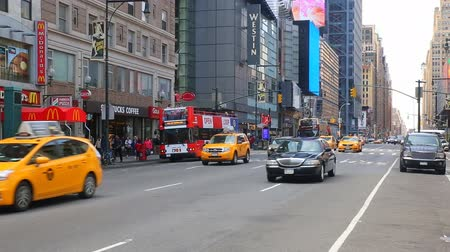 marmeláda : NEW YORK CITY, USA - APRIL 20, 2016 Busy Tourists passing visit Famous Popular Times Square, Crowded People Walking in NYC, , Black Limousine Yellow Cab Taxi Dostupné videozáznamy