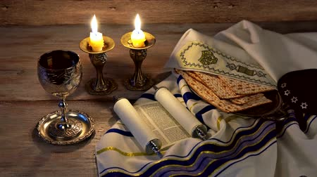 sobota : A table set for Shabbat with challah bread, candlesticks and wine. wood background.
