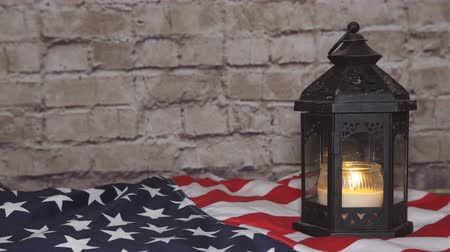 veterano : Flag of the United States and lighted candles, background Stock Footage