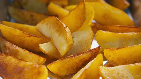batatas : Potatoes Fried in oil. Cooking fried potatoes. Stock Footage