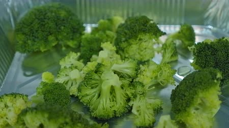 ブロッコリー : Boiled organic broccoli Close up