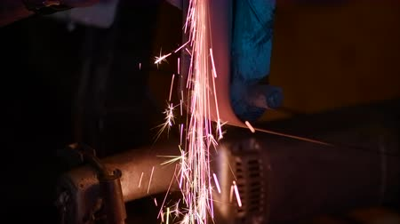 угловой : Flying a lot of sparks. Close-up