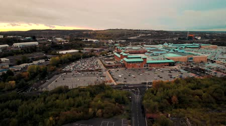 dobranoc : SHEFFIELD, UK - 14TH OCTOBER 2018: Sunset aerial shot of Meadowhall, Sheffield, South Yorkshire, UK.