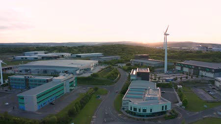 高度な : SHEFFIELD, UK - 15TH MAY 2019: Aerial footage of Sheffield Universitys AMRC - Advanced Manufacturing Research Centre - Near Waverley - South Yorkshire, UK - During Sunset