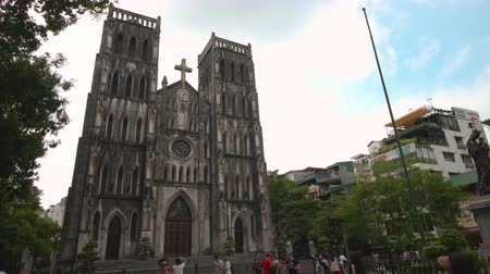 szentelt : Hanoi, Vietnam - 23rd October 2019: St Josephs cathedral in Hanoi, the large Roman Catholic structure in Vietnams capital Stock mozgókép