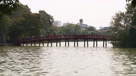 пагода : Hanoi, Vietname - 22nd October 2019: The famous red bridge over Hoan Kiem Lake in the Old Quarter, Hanoi