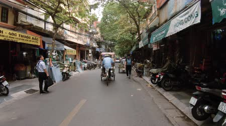 uliczka : Hanoi, Vietnam - 10th October 2019: Walking down the busy streets of Hanoi