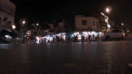 genuíno : Hanoi, Vietnam - 10th October 2019: The roads and streets of Vietnam in the evening as tourists look at the shops Stock Footage