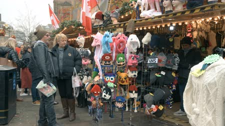 stragan : Customers flock to Sheffield Christmas market to taste holiday food and drink Wideo