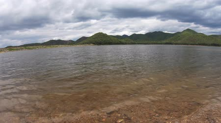 водохранилище : Time Movement of white clouds Movement of white clouds And the reservoir behind the mountain