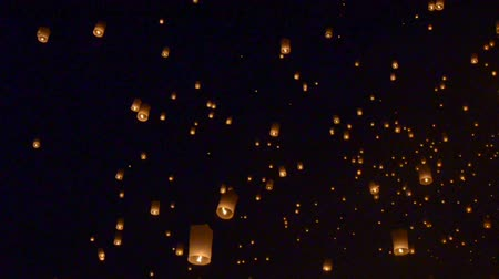 acreditar : Floating lantern, Yi Peng Balloon Festival in Chiangmai Thailand