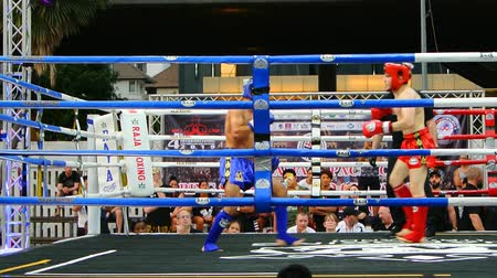 더 : BANGKOK, THAILAND - 15 MAR : Unidentified kick boxing fighter fighting at boxing ring on 15 March 2019 in Bangkok, Thailand 무비클립