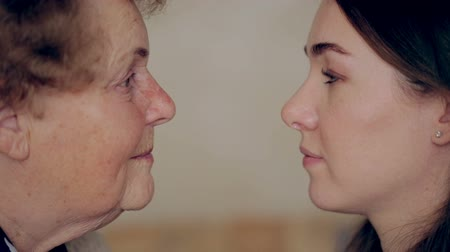 бабушка : Grandmother with granddaughter face to face. Eye to eye. Стоковые видеозаписи