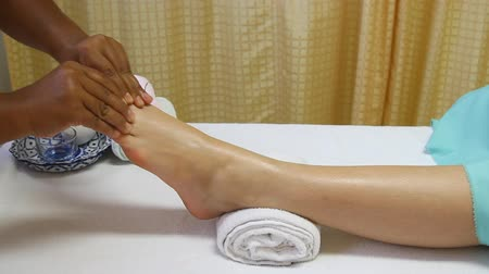 estância termal : reflexology foot massage