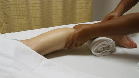massage pied : massage jambe thaï de station thermale, cure thermale