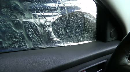 garagedeur : Car Wash, Water, Glas en Spiegel Stockvideo