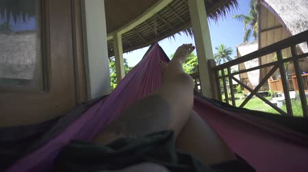 гамак : woman feet in hammock on the beach