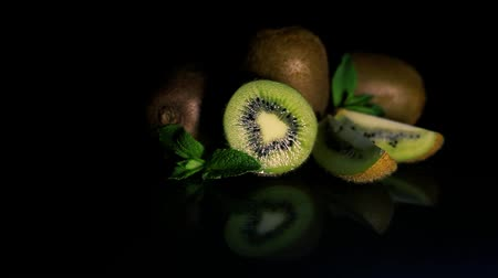 строгий вегетарианец : Kiwi fruits lie on a table on a black background. HD