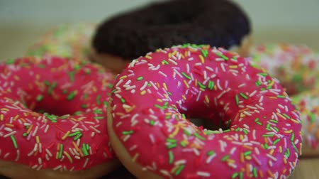 engorda : Bright appetizing donuts on a wooden table. Close-up. HD
