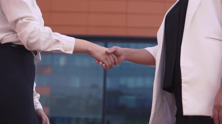 saygı : Two business girls shake hands. slow motion