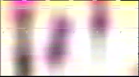 VHS analoge abstracte digitale animatie. Oude tv. Glitch Error Video Damage. Signaalruis. Systeemfout. Uniek ontwerp. Slecht signaal. Digitale tv-ruis flikkert. Geen signaal. Drie kleurvlekken