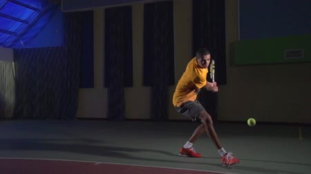 Tennis shots: Backhand (slow motion)