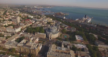 yaldız : Amazing Opera House - true pearl of European architecture Aerial Odessa Opera and Ballet Theater is the greatest Odesas treasure and true pearl of European architecture of XX century. This theater, which strikes the eye with its beauty and grandeur can be